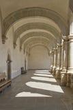 Przejście z łukami i kolumnami Obrazy Royalty Free