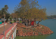 Przejście przy jeziorem w parku Ahmedabad Obrazy Royalty Free