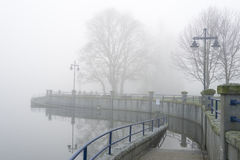 Przejście przy Skalistym punktem na mglistym dniu Zdjęcie Stock