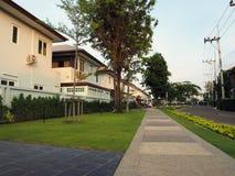 Przejście w parkowym domowym Real Estate Zdjęcie Stock