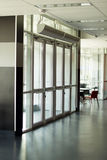 Przejrzyści drzwi przy wejściem Zdjęcie Stock