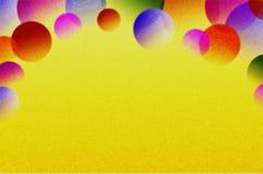 Przejrzyste piłki różny rozmiar i kolor na substracie jaskrawy tło fotografia royalty free