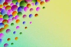 Przejrzyste piłki różny rozmiar i kolor na substracie jaskrawy tło zdjęcia stock