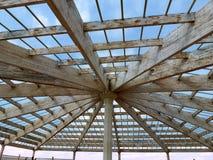 Przejrzysty dach z drewnianymi promieniami Zdjęcie Royalty Free