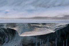 Przejrzysty kawałek lód jak geological przekrój poprzeczny Baikal jezioro zdjęcie royalty free