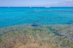 Przejrzysty morze w Es Calo zatoczce w Formentera, Hiszpania Obraz Royalty Free