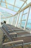 Przejrzysty szklany sufit, nowożytny architektoniczny wnętrze Fotografia Royalty Free