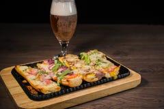 Przekąska piwo w postaci kanapek z mięsem Obraz Royalty Free