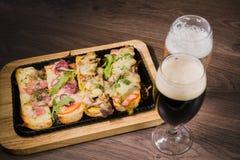 Przekąska piwo w postaci kanapek z mięsem Obraz Stock