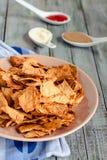 Przekąsza dla przyjęcia, zdrowi układy scaleni z tortilla, nachos z sa Zdjęcie Royalty Free