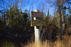 Przekątna znak na śladzie wystawia odległość zamkniętą z boh keh up Obrazy Royalty Free