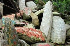 Przekład: Mantry Om Mani Padme brzęczenie malował na Mani kamieniach obraz royalty free