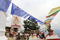 Przekład: Modlitwa zaznacza i toczy wokoło Swayambhunath St zdjęcie stock