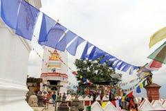 Przekład: Modlitwa zaznacza i toczy wokoło Swayambhunath St zdjęcie royalty free