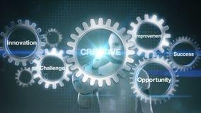 Przekładnia z słowem kluczowym, wyzwanie, innowacja, sposobność, ulepszenie, sukces, robot, cyborga macania ekranu ` KREATYWNIE ` royalty ilustracja
