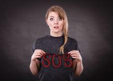 Przelękła kobieta z sos pomocy znakiem Obrazy Stock