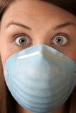przelękła maskowa chirurgicznie kobieta fotografia royalty free