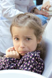 Przelękła dziewczyna przy dentystą Zdjęcie Stock
