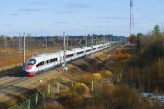 Przelotny szybkościowego pociągu EVS2-02 ` Sapsan ` na Kwietnia dniu Zdjęcia Stock