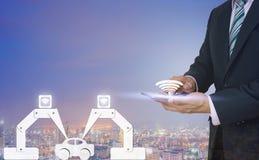 4 przemysł (0) manufaktur samochodów używać robot mężczyzna chwyt Obraz Stock