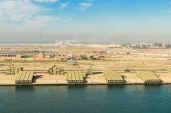 Przemysł wzdłuż zachodniej strony kanał sueski, Egipt obrazy royalty free