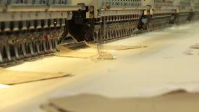 Przemysłowa broderia i szwalna maszyna zbiory wideo