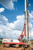 Przemysłowa budowa z wiertniczym takielunkiem robi dziury zdjęcia royalty free