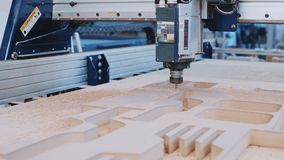 Przemysłowa drewniana rżnięta maszyna przy pracą zbiory