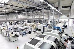 Przemysłowa fabryka dla zgromadzenie microelectronics - wnętrze a fotografia royalty free