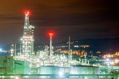 Przemysłowa rafineria przy nocą Obrazy Royalty Free