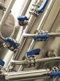 Przemysłowa stali nierdzewnej drymby praca z klapami i błękit rękojeściami obrazy royalty free