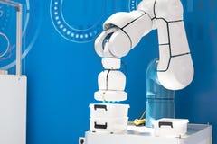Przemysłowa wyboru i miejsca robota ręka obrazy stock