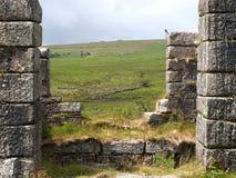 Przemysłowe ruiny przy Prochowymi młynami blisko Postbridge, Devon zdjęcia stock