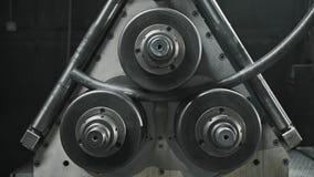 Przemysłowego procesu chylenia metalu zimna drymba na nowożytnym wyposażeniu przy metalworking zbiory