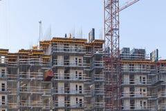 Przemysłowi żurawie budowa budynek i obrazy royalty free