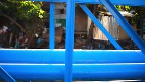 Przemysłowi błękitni rurociąg obok mosta above zbiory wideo
