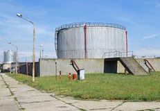 Przemysłowy benzynowy zbiornik Zdjęcia Royalty Free