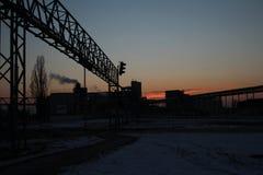 Przemysłowy budynek w zima czasie obraz stock