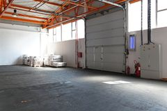 Przemysłowy garażu drzwi fotografia stock