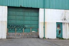Przemysłowy garażu drzwi wejście obrazy royalty free
