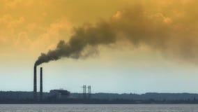 Przemysłowy kominu dym zbiory