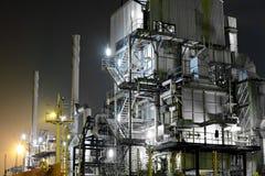 Przemysłowy kompleks przy nocą fotografia stock