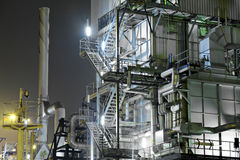 Przemysłowy kompleks przy nocą obraz royalty free