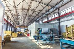 Przemysłowy manufactory warsztat dla produkci kanapki panel dla budowy Nowożytny rękodzielniczy składowy fabryczny wnętrze Fotografia Royalty Free