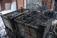 Przemysłowy odpady od metal rośliny, stalowy przetwarza świstek w gracie Fotografia Royalty Free