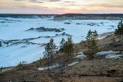 Przemysłowy piaska łup dla budowa drogi w zimie zdjęcia royalty free