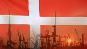 Przemysłowy pojęcie z Dani flaga przy zmierzchem zbiory