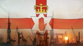 Przemysłowy pojęcie z Północnym - Ireland flaga przy zmierzchem zbiory wideo