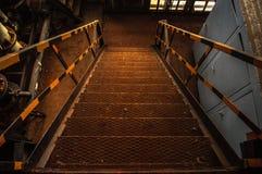 Przemysłowy schody w ośniedziałych kolorach Obrazy Stock
