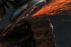 Przemysłowy tło, przemysł, Iskrzy od szlifierskiej maszyny wewnątrz Fotografia Stock